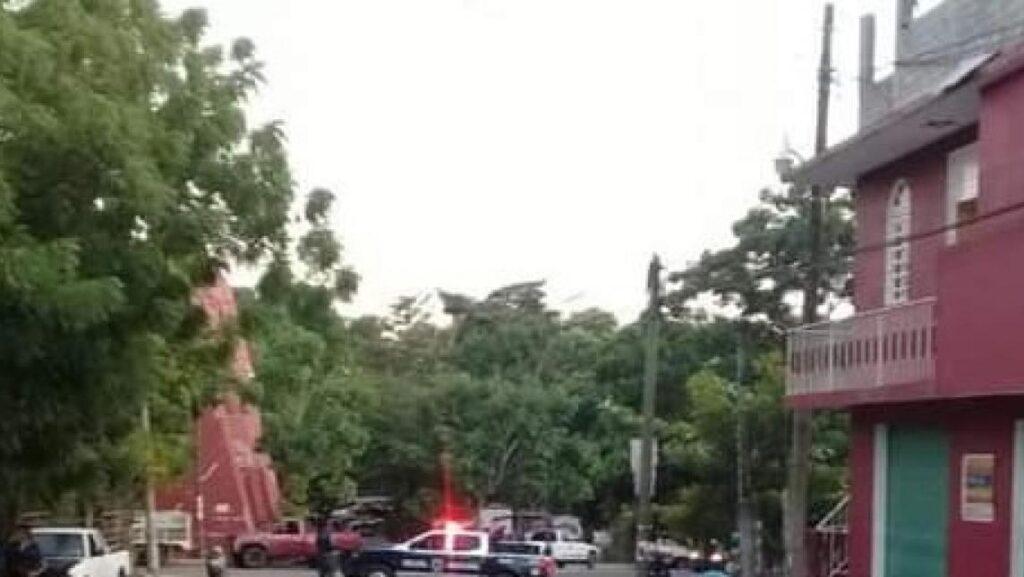 Los elementos policíacos acudieron a la zona donde fue atacada a balazos una persona.